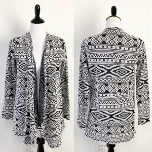 American Eagle Black and White Aztec Boho Abstract Pattern Open Front Cardigan S